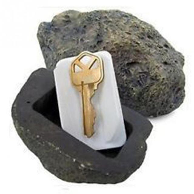 Фальшивый камень с тайником